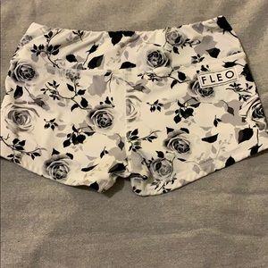 FLEO shorts size Medium